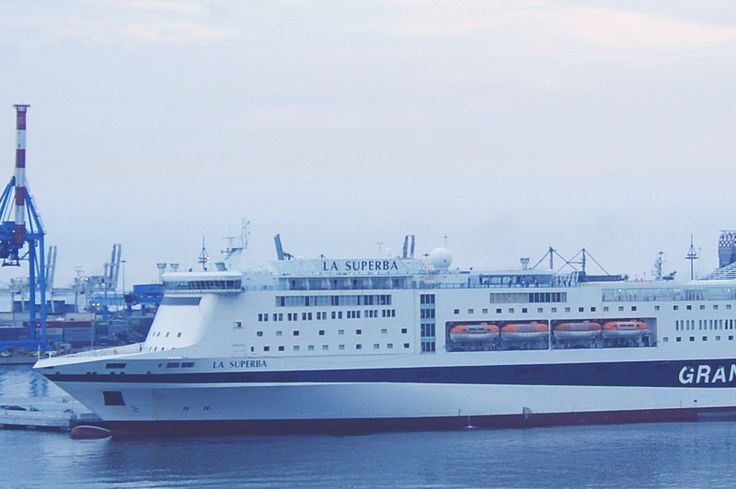 This is our #ship #LaSuperba: 211,5 metres #long - 49.257 gross #tonnage - 984 #vehicles onboard - 2.920 #passengers - 608 #cabins & #suites. Read more in #GNV website: http://www.gnv.it/it/gnv/flotta-gnv/la-superba.html