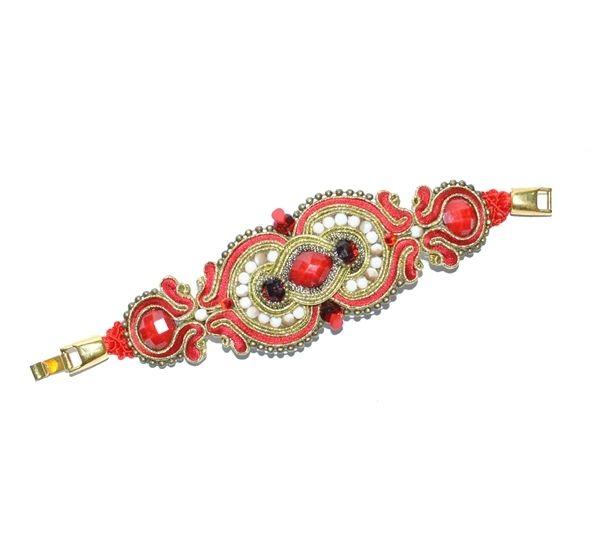 Complementos flamenco. Pulsera aflamencada en tonos rojo y marfil. Detalles y acabados en dorado con alguna insercción del plateado.
