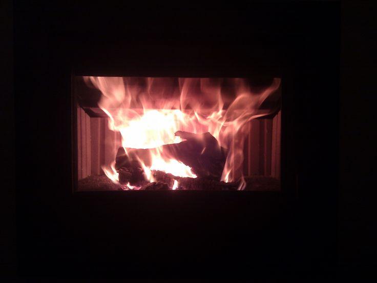 καύση ξύλων σε τζάκι https://bioenerga.gr/tzakia/tzakia-xsilou-kalorifer/