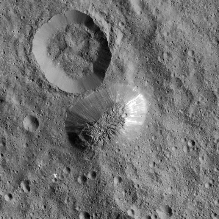 Ceres podría tener volcanes de hielo en su superficie. Sin embargo, sólo serían de manera temporal. Al menos, esa es la conclusión planteada en un nuevo estudio que se ha centrado en el Ahuna Mons. Una montaña de 4 kilómetros de altura en el planeta enano. #astronomia #ciencia