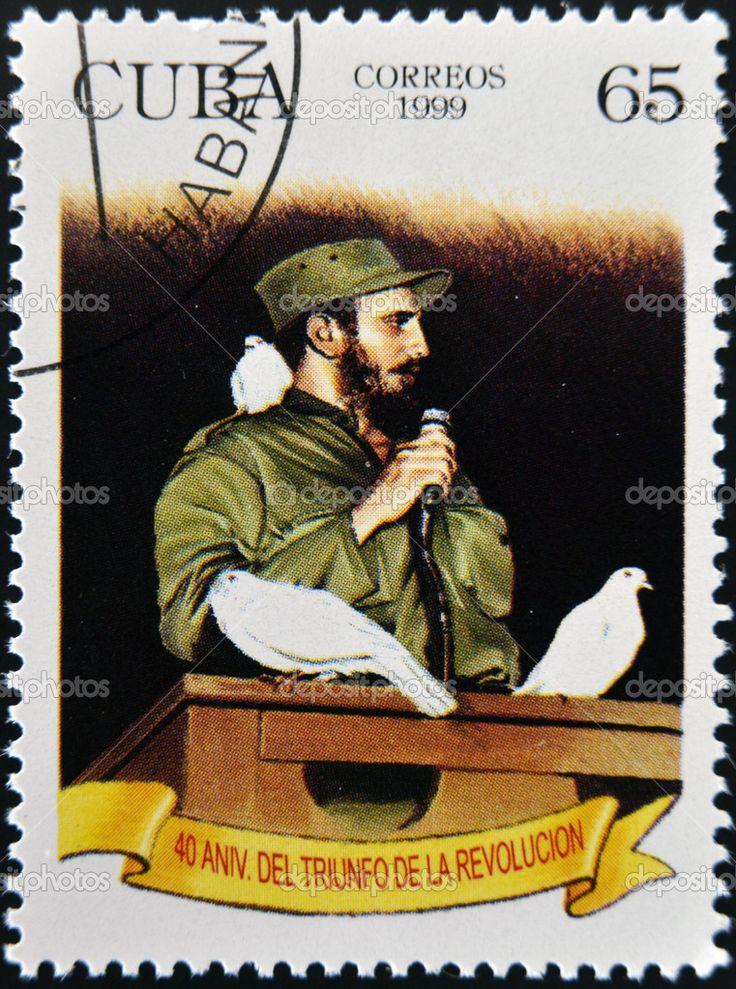 Куба - около 1999: показывает, марку, напечатанную на Кубе Фидель Кастро в Гаване вход с голубем сидели на ее плече, около 1999 — стоковое изображение #18735715