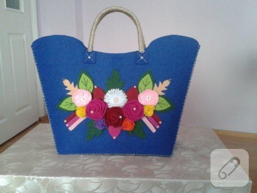 keçe çiçeklerle süslü, laciver kalın keçeden yapılmış çanta harika görünüyor. el yapımı çanta, portföy, clutch, cüzdan modelleri, dikiş önerileri ve anlatımlı videolar...