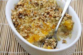 Deser z komosy ryżowej (komosa ryżowa, quinosa, owoce) czyli quinoi. Komosa zapiekana z owocami, z warstwą płatków owsianych i słonecznika.  Doskonale smakuje na ciepło ...