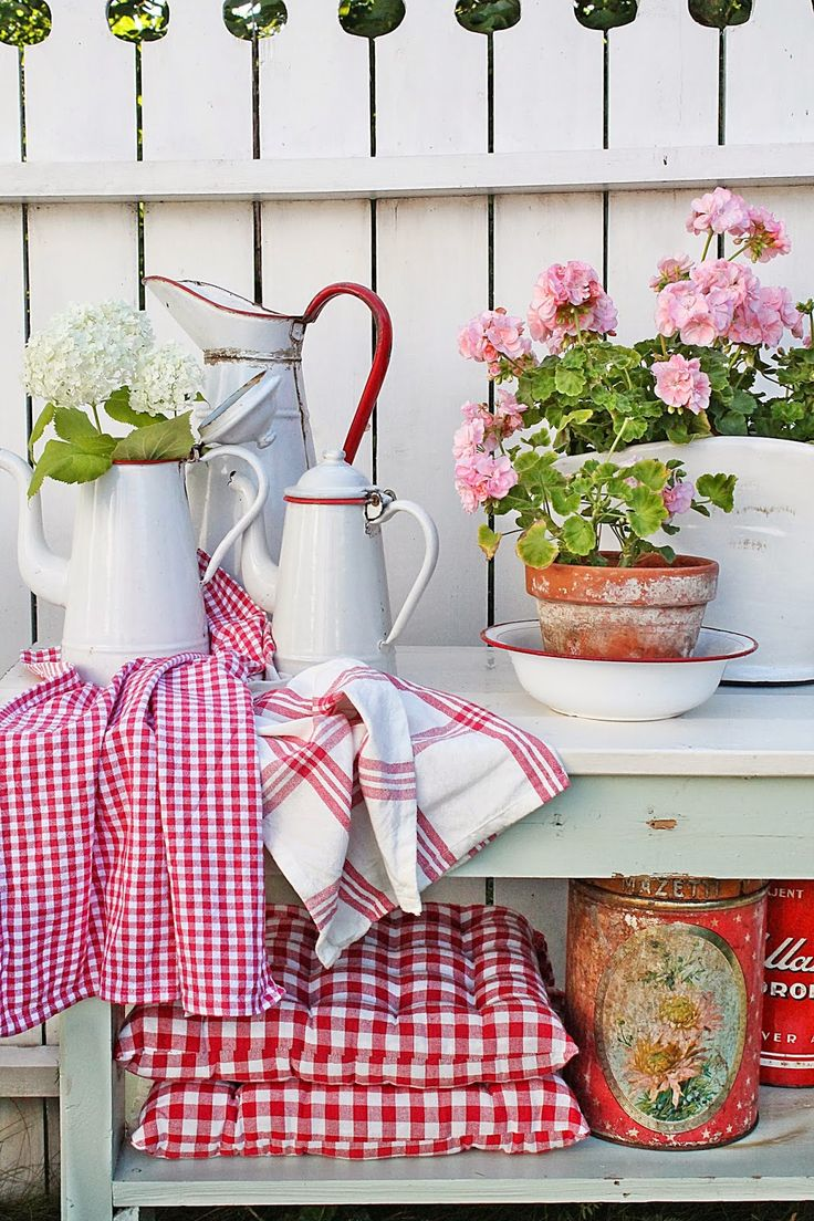 VIBEKE DESIGN: I just can't see enough of Vibeke's designs! Another pretty vignette in reds & whites with that cute geranium, so pretty.
