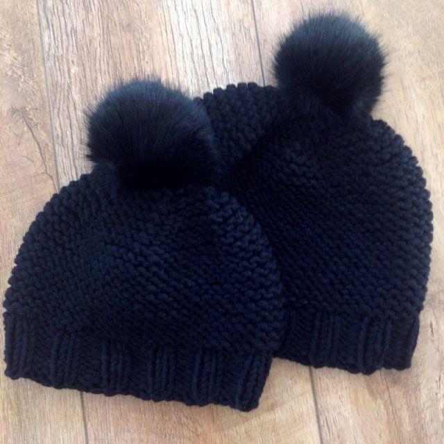 Des bonnets en tricot mère et fille