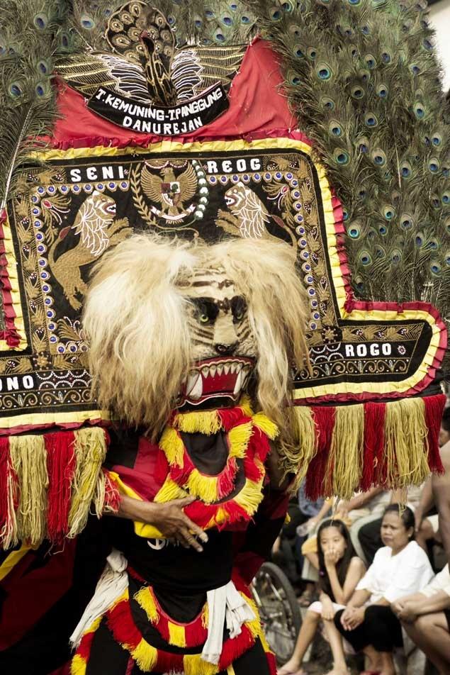 atraksi reog ponorogo yg merupakan salah satu budaya yg dimiliki banga indonesia