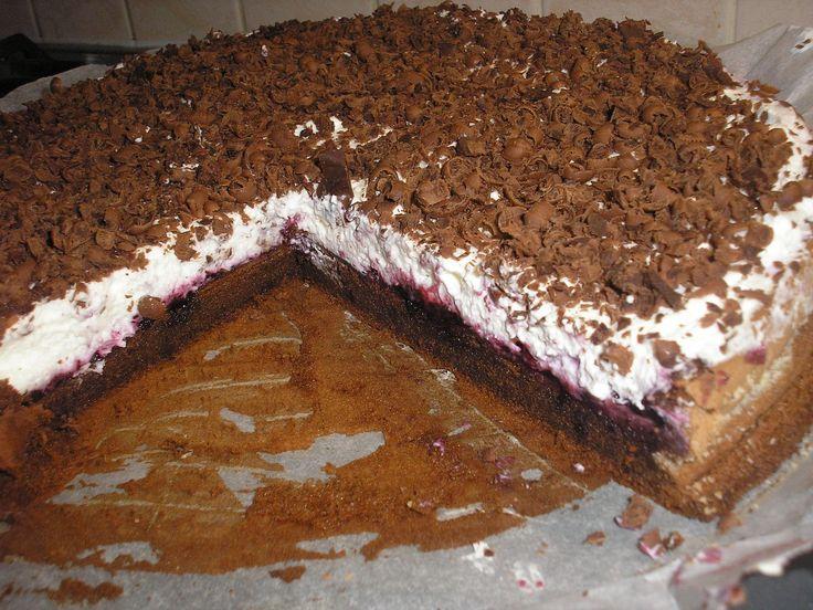 Jednoducha cokoladova torta bez muky                                                                                    Žloutky utřeme s práškem do pečiva. Poté přidáme na páře rozehřátou, lehce vychladlou čokoládu a promícháme. Z bílků a cukru ušleháme pevný sníh...