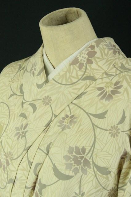 Ivory hitoe komon / アイボリー地 オーガニックな花唐草柄 化繊単衣小紋#Kimono #Japan http://global.rakuten.com/en/store/aiyama/
