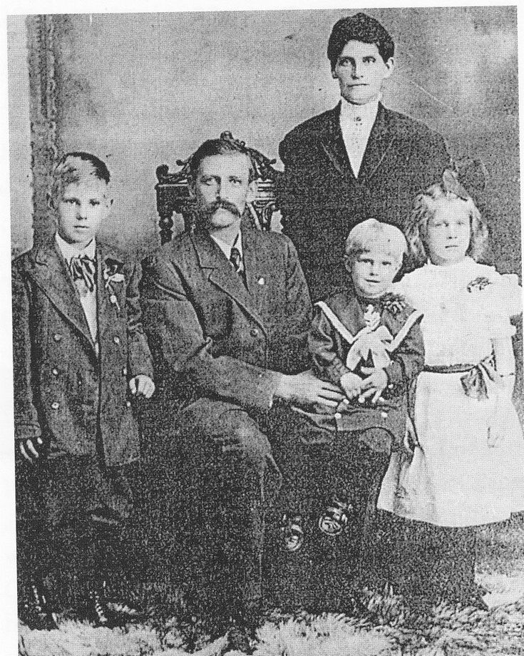 The Skoog family who all perished in the Titanic sinking. The youngest child, Margit Elizabeth, also lost, is not shown here - Find A Grave Photos