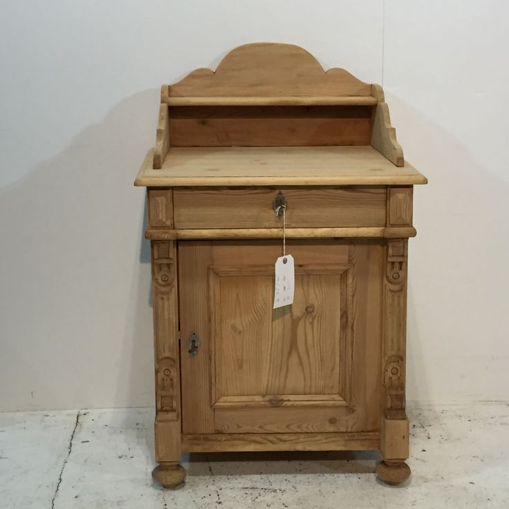 Charming Antique Pine Wash Cupboard with Gallery Back (T5454B)