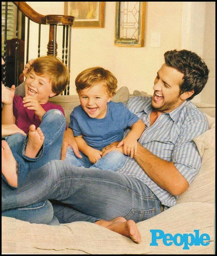 Luke Bryan, with his sons, Bo & Tate