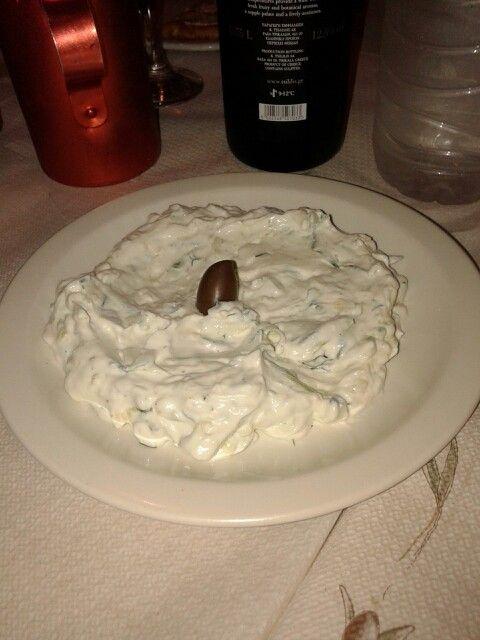 Salsa tipica...yogurt e cetriolo e tanto tanto aglio!