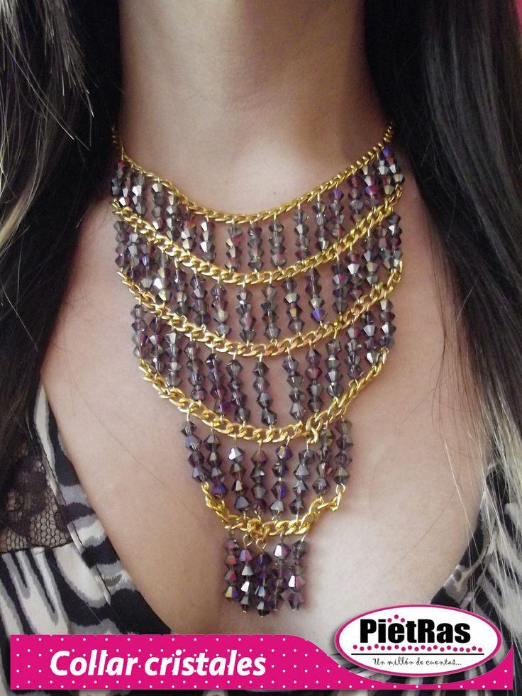 Viste elegante, clásica y llena de brillos con este fabuloso collar...