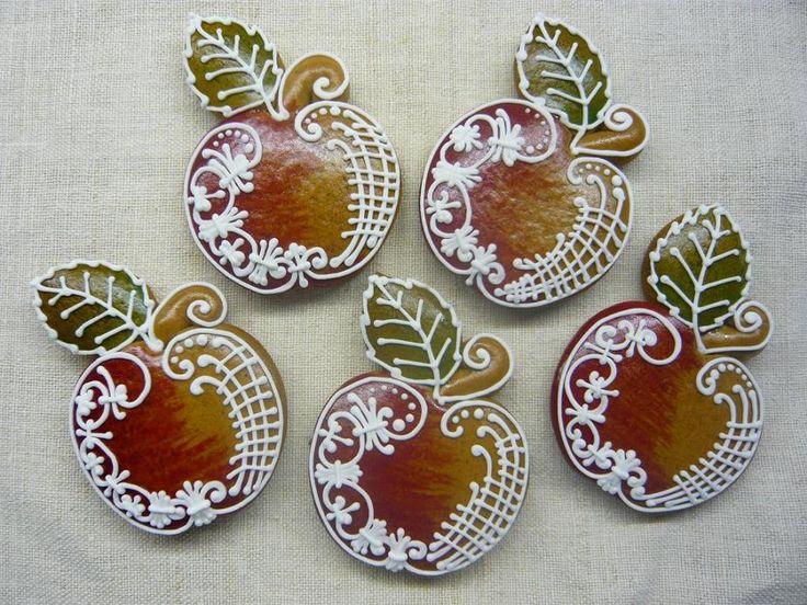 Mézeskalács/à transposer en porcelaine froide ou bois+ dentelles&broderies anciennes de récup+peinture à cerner/DB