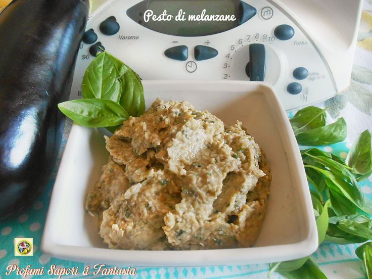 Il pesto di melanzane basilico pinoli e parmigiano è profumato con quel piccantino che da una marcia in più ad ogni preparazione. non solo per la pasta.