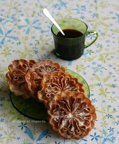 """Tiempo de Carnaval, """"Entroido"""" aquí en Galicia, y con él llegan las recetas típicas de estos días: las Flores de Carnaval."""