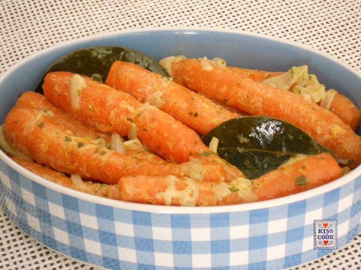Carote brasate: un modo gustoso di cucinare una verdura che si trova tutto l'anno e che piace a molti. La ricetta è molto semplice e facile da preparare.