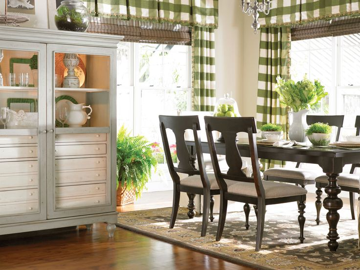 Paula Deen Home Collection Hutch And Buffet In A Linen Finish