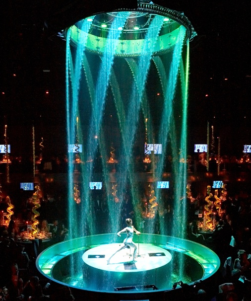 Fantastic central water & light feature
