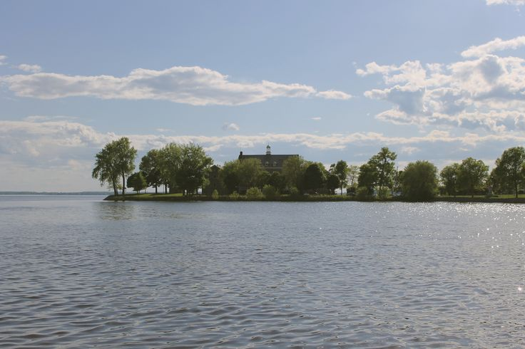 Beautiful mansion by the water in Point-Claire village