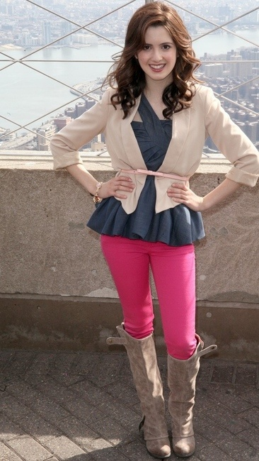 Love her outfit! ♡♥♡♥