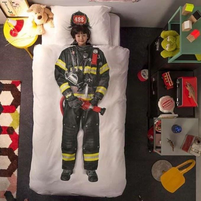 Pour les pompiers à en devenir ! dans Classement des 15 lits les plus fous pour passer des nuits pas comme les autres !
