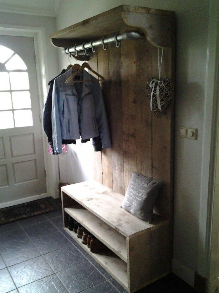 Helemaal blij met onze mooie kapstok van steigerhout. Gemaakt met ideeën van Welke.