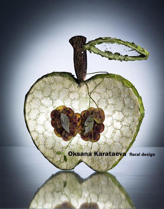 Floral Art artist Oksana Karataeva