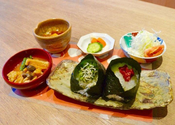 加賀野菜や能登牛も♪地元食材を気軽に楽しめる、金沢のおにぎり専門店「みつや」の画像 ことりっぷ   antenna
