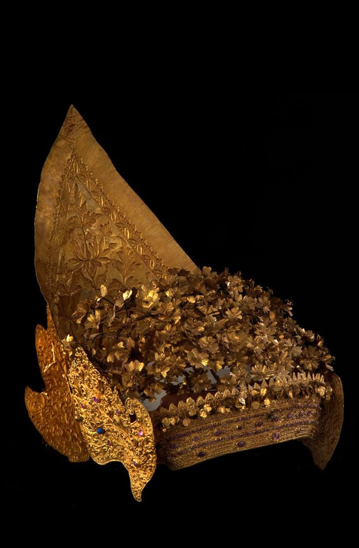 Indonesia ~ Bali, Badung Royal Court   Crown ~ gelung agung ~ gold and gemstones   19th century
