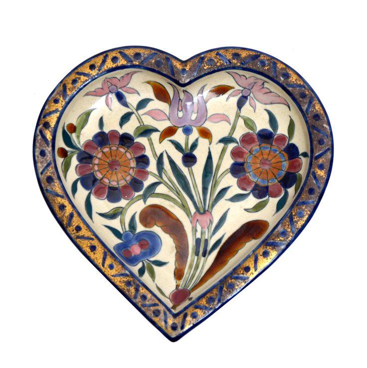 Zsolnay szív alakú tál festett mázas fehércserép, 26 x 26 cm,  jelzett: máz alatt kékkel bélyegzett, Zsolnay Pécs Öttemplom TJM 16/57e