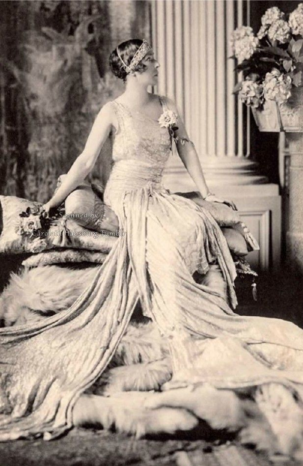 A magnificent image of Queen Elisabeth of Belgium, Duchess in Bavaria. Early 1920s