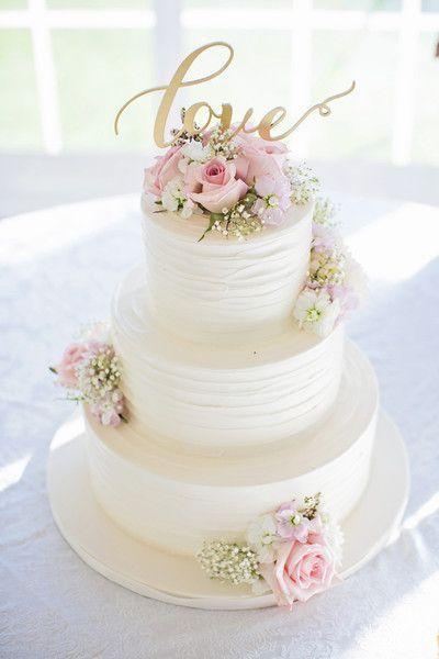 White, pink and gold wedding cake idea - three-tier white wedding cake with pink roses + gold LOVE modern calligraphy cake topper {Willow Noavi Photography} #modernweddingcakes