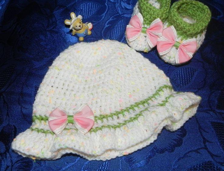 Cappellino e scarpette beb�