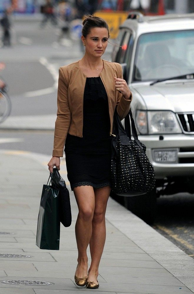 I love that Pippa wears a lot of flats. Nice pairing of black with a warm toffee brown. Pretty bun, too.