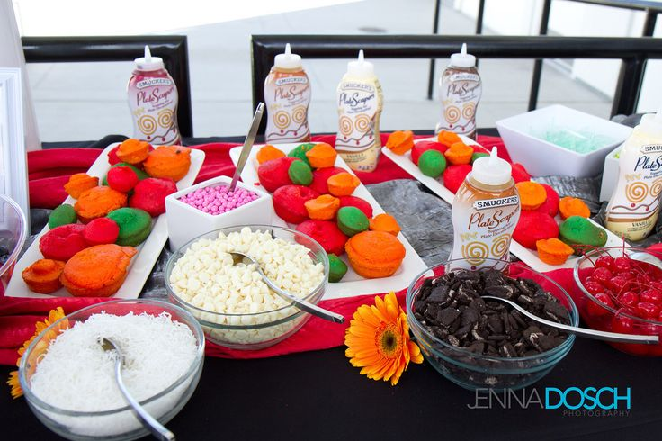 A dessert table dedicated to fixing your own #cupcakes