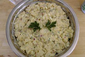 Aus der Küche und dem Garten: Kartoffelsalat mit Brühe und Crème fraîche