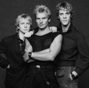 """Andy Summers, Sting und Stewart Copeland-Natürlich war es Andy Summers, der jammerte. """"Mich hat die musikalische Entwicklung des Albums enttäuscht"""", sagte der Gitarrist. """"Durch die Bläser und Synthesizer blieb dieses fantastische, rohe Trio-Feeling auf der Strecke. Das Kreative und Dynamische – verloren."""" Schlagzeuger Stewart Copeland und er seien zu Backgroundsängern geworden. Deren einzige Aufgabe darin bestünde, Stings Pop-Entwürfe zu unterstützen."""