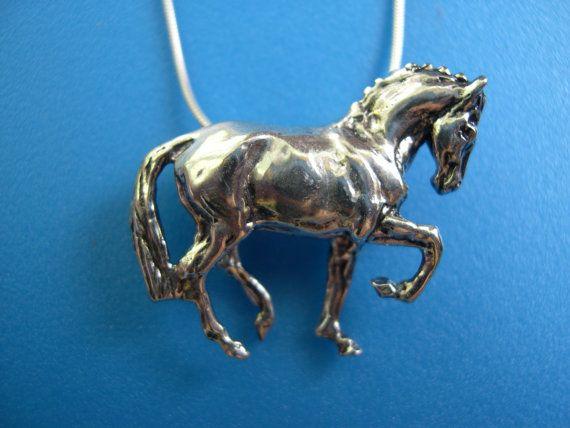 Doma caballo colgante colgante y cadena por ForgeHillSculpture