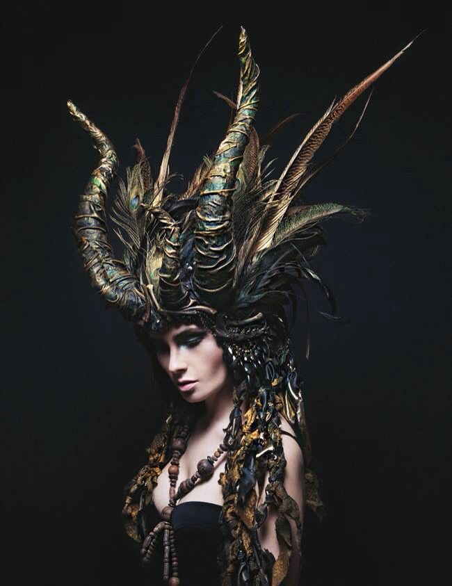 The Dragon headdress de Maskenzauber & Erlebenskunst