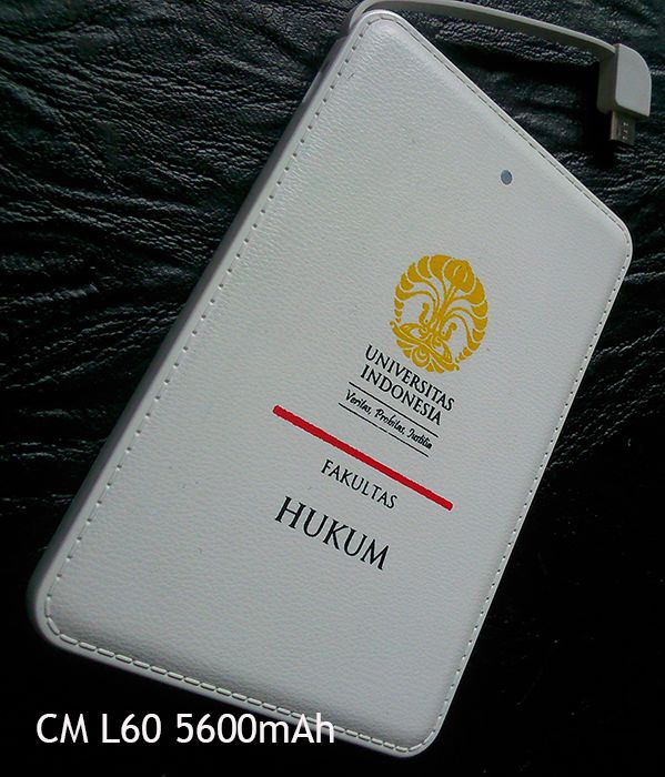 CM type L60 5600mAh POWERBANK White / White POWERBANK surrounded by a synthetic leather with stitching. Classic and elegant. Comes in two colors, black and white. As shown above, a powerbank CM L60 white ordered by Faculty of Law, Universitas Indonesia. Depok West Java Indonesia.