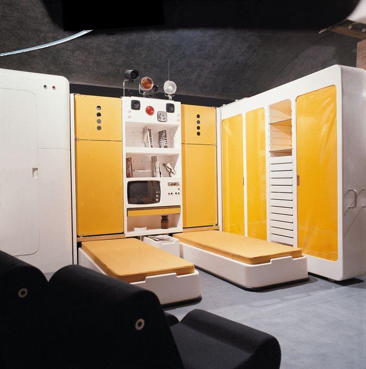 Source : socks-studio.com / Joe Colombo, Total Furnishing Unit, 1971-1972. Vue de la chambre avec 2 lits sortis