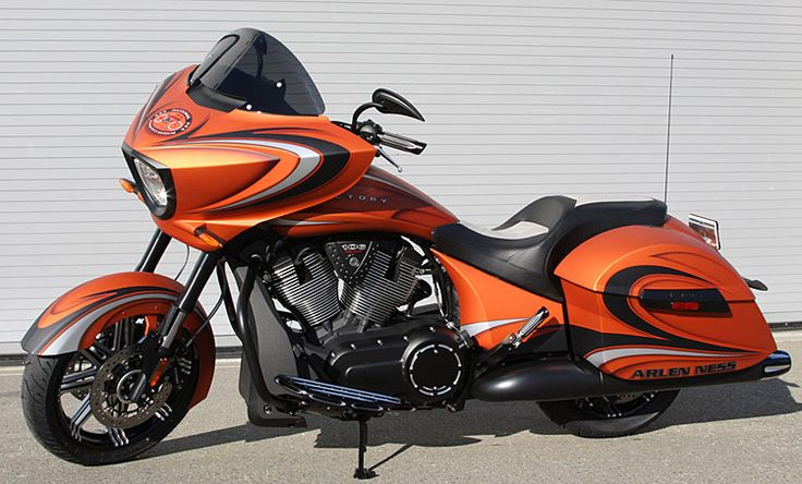 Victory Bagger Motorcycles Like the Cross Country Deliver a Great Ride & Outstanding Customizing Opportunities : Victory Motorcycles