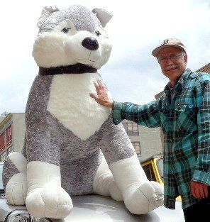 giant stuffed husky dog 5 feet tall stuffed soft enormous plush animal dog bigplush http www. Black Bedroom Furniture Sets. Home Design Ideas