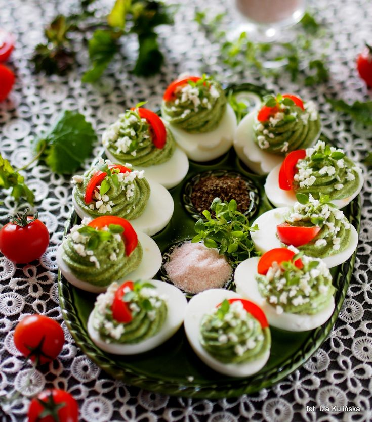 Smaczna Pyza: Wiosenne jajka faszerowane kremem z chwastów i twarogu