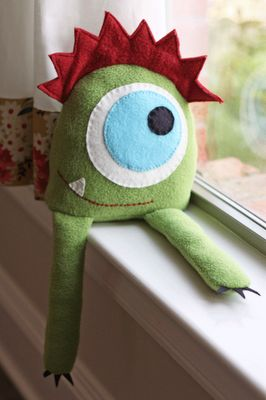 Felt and fleece monster friend - i sooo want him on my windowsill