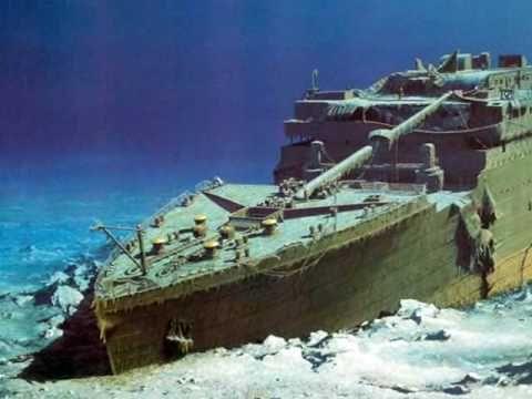 El el Titanic esta a 3800 metros de profundidad frente a las costas de Terranova (Canadá) las fotos y videos de continuas expediciones submarinas se organizan para explorar los restos del famoso barco. El estado de deterioro del Titanic, sin embargo, parece empeorar cada vez con una velocidad inesperada