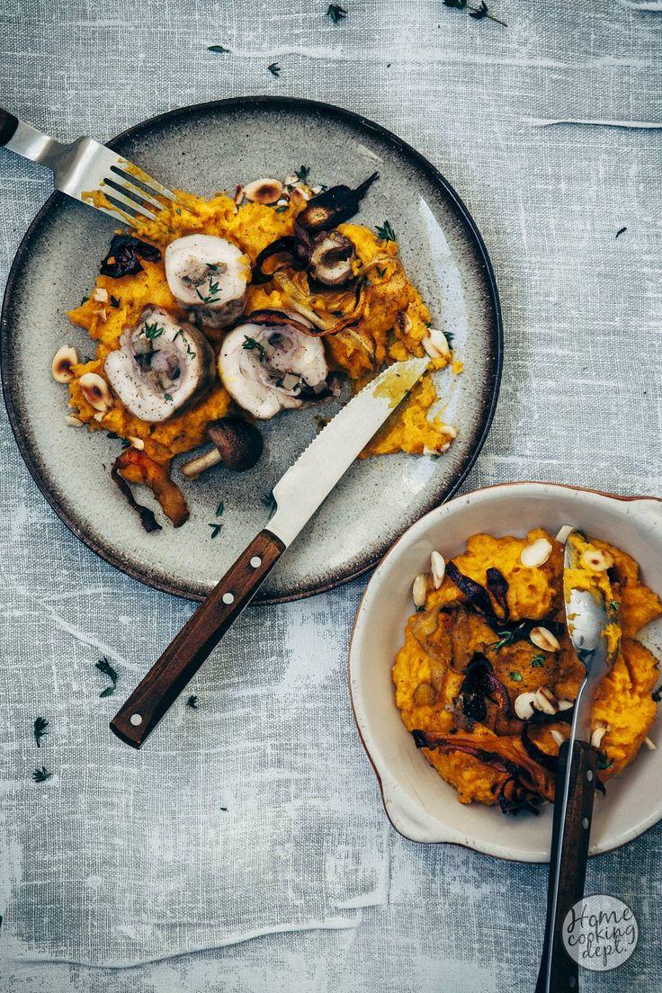Creamy pumkin and carrotpuree with stuffed chicken // Romige wortelpuree gemaakt van geroosterde pompoen en wortels, met paddestoelen en rauwe ham gevulde kippendijen en wortelchips.