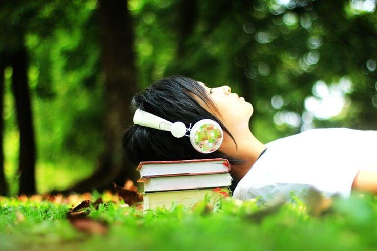 Coba Deh Audio Buku ! Apakah kamu merasa seperti tidak memiliki cukup waktu untuk duduk dan membaca buku? Apakah kamu merasa waktu tersita