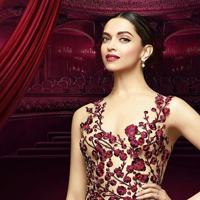 Deepika look so beautiful